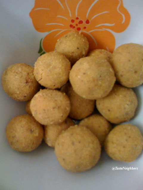 Besan Laddoo(Chickpeas Flour Laddoo)